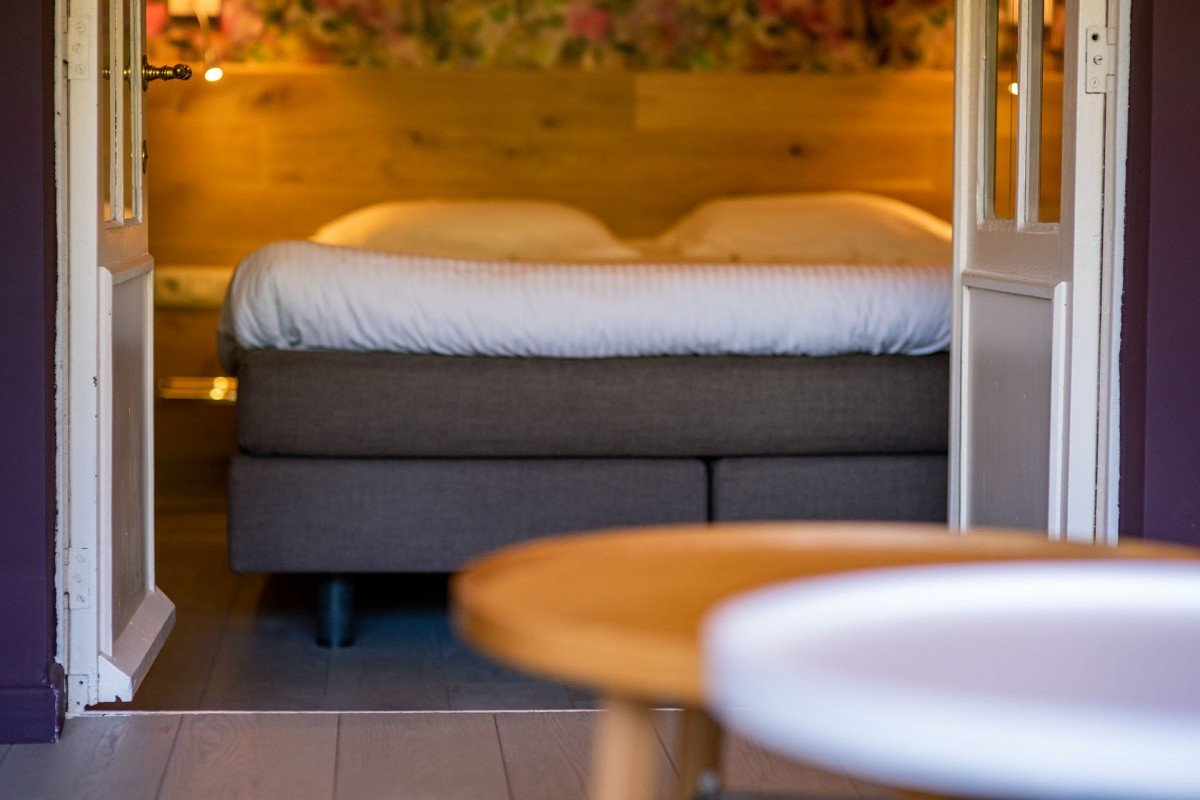 Logis Hostellerie la Claire Fontaine - Bedroom