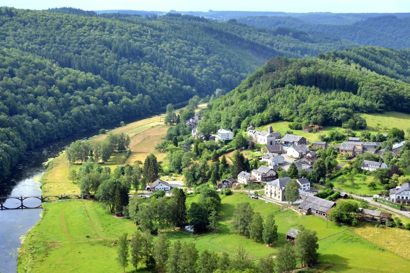 Point de vue sur le village de Frahan
